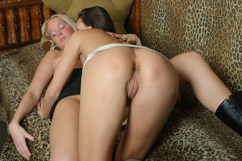 Лезбиянки ласкают друг друга бесплатно фото 484-120